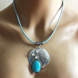 Pendentif Talim perles et pierre décorative – Collier offert